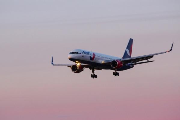 Ночью над Новосибирском кружил Boeing-757 авиакомпании AZUR air<br>