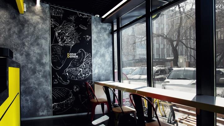 Крупная сеть быстрого питания открывает кафе на Красном проспекте в новом формате