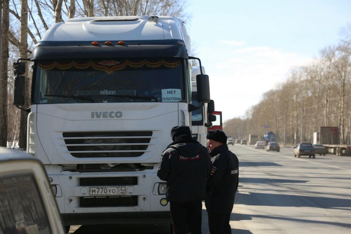 Митингующих против «Платона» дальнобойщиков забрали в полицию (фото)