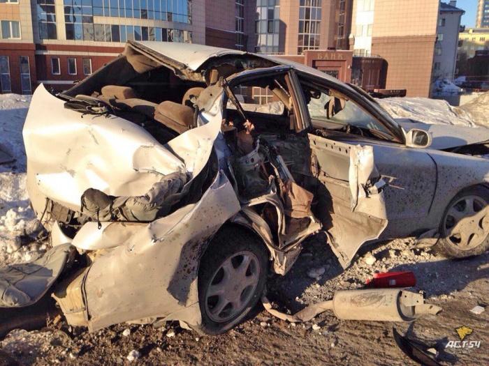 Фото с места аварии на Октябрьской магистрали