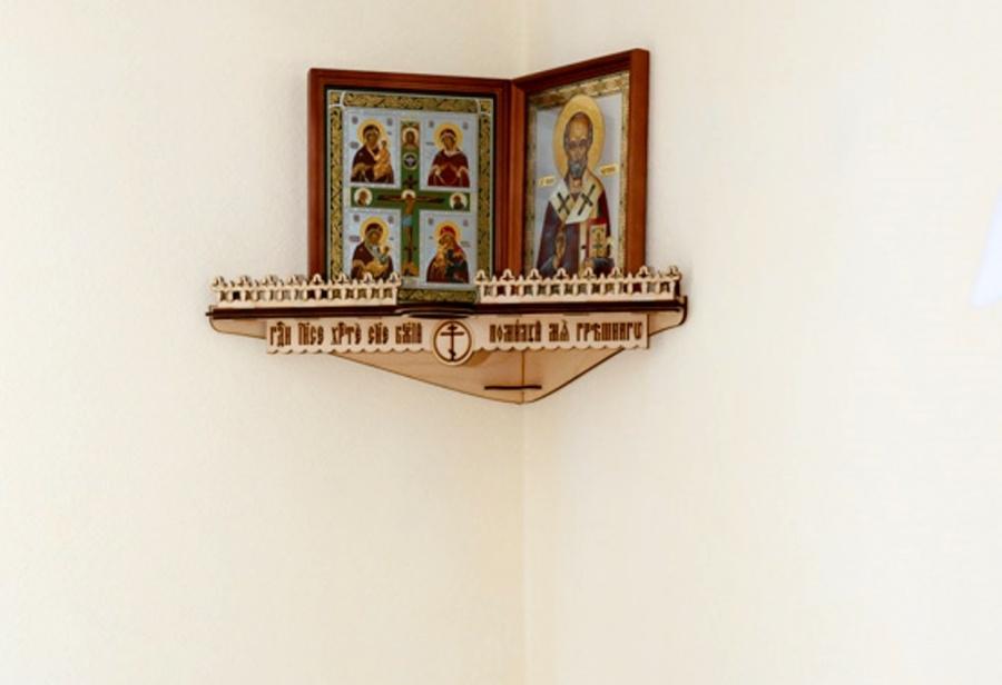 ВОмске рецидивист похитил иконы удруга, выбросив ихвокно