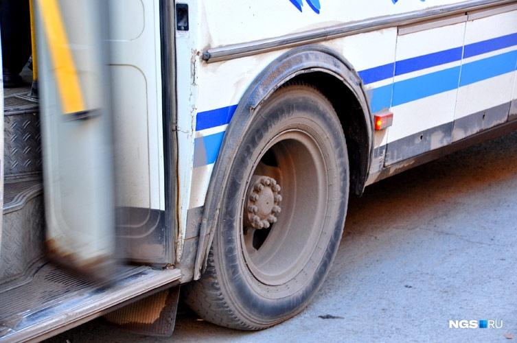 Вцентре Омска нетрезвый шофёр автобуса №73 въехал вавтобус №20