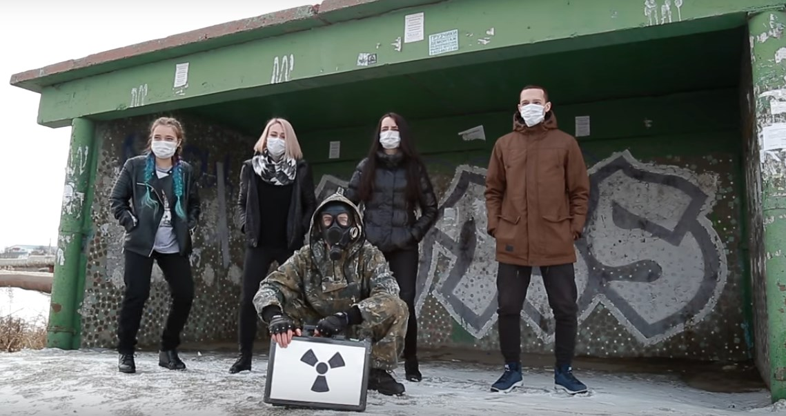 Пранкеры изОмска сняли клип «Между нами только газ»