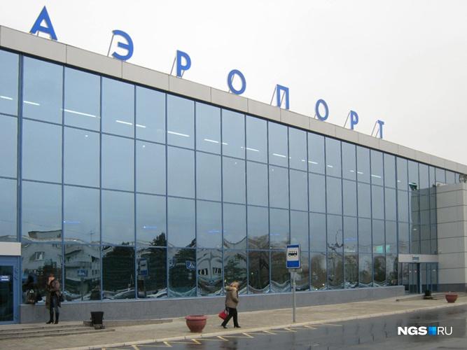ВОмске накажут погрузчиков, которые вконце зимы повредили тележкой самолет