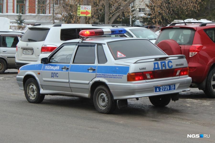 ВОмске 21-летний шофёр угнал иномарку иразбил ееобордюры