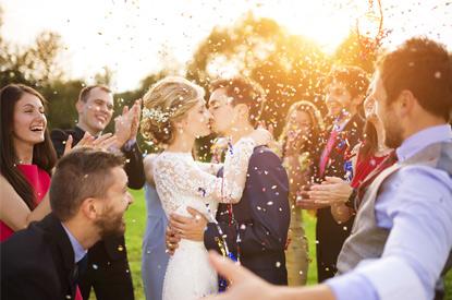Омские пары начали подготовку к свадьбам
