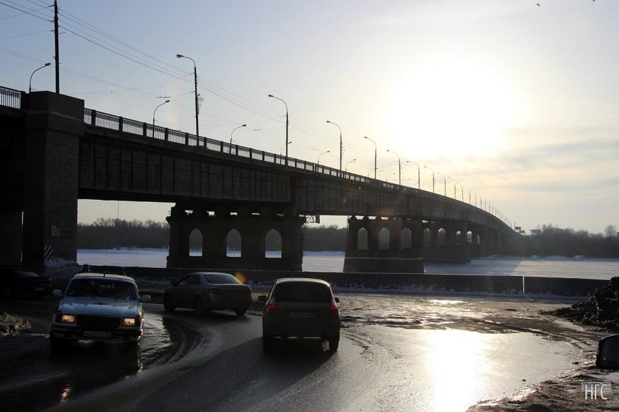 Школьники отыскали труп мужчины под Ленинградским мостом вОмске