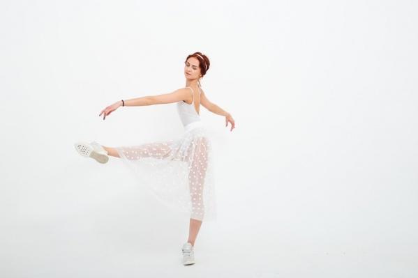 Нина Маляренко исполняет роли в постановках «Идиот», «Обнаженное танго» и др.