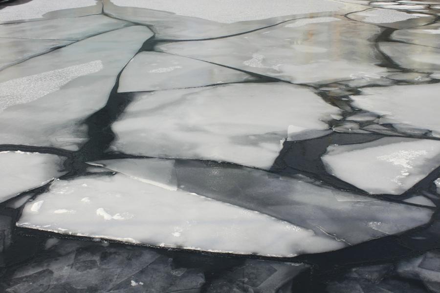 ВОмской области человек провалился под лед и потонул