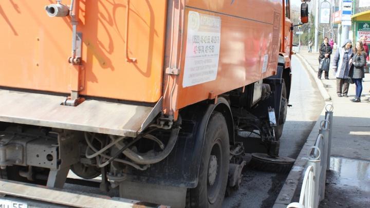 К приезду Дмитрия Медведева 150 рабочих почистили омские дороги по двум маршрутам