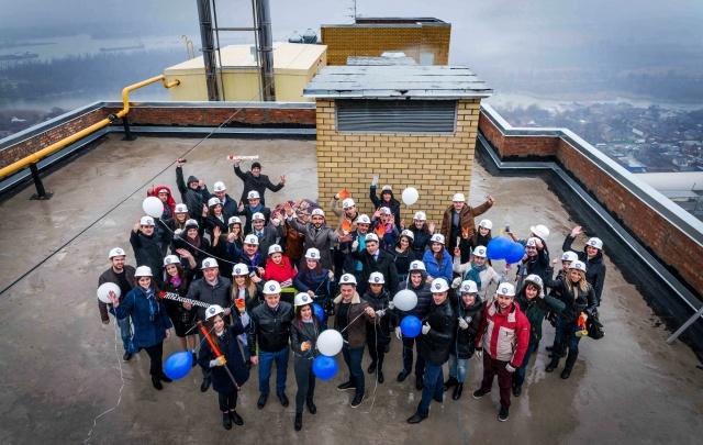 Компания «Комстрой» открыла новый офис продаж флешмобом «Манекен челлендж»