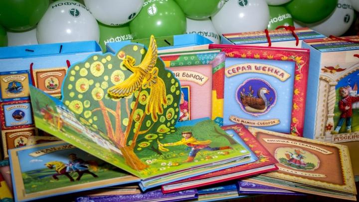 «МегаФон» подарил рельефные книги ребятам из школы-интерната № 17
