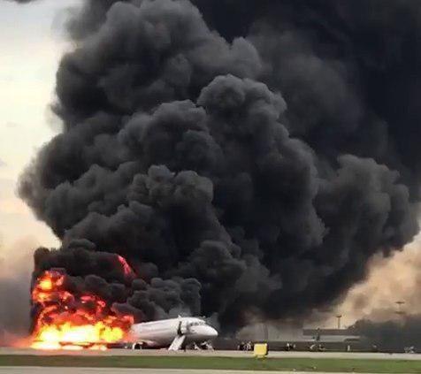 В Шереметьево сгорел самолет