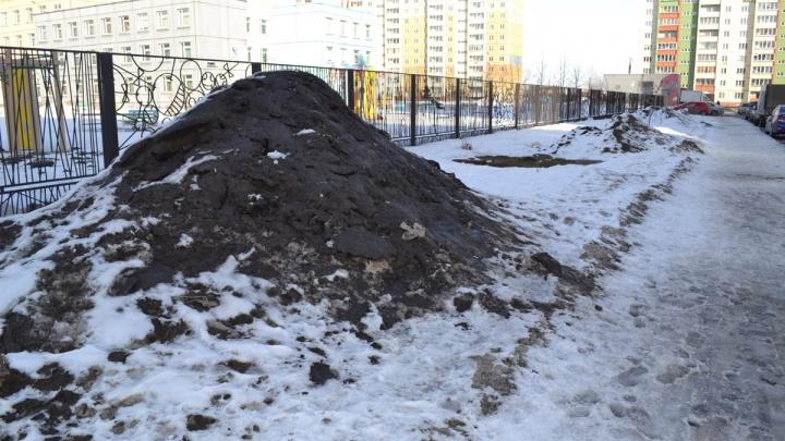 На Тополинке снег счистили вместе с асфальтом