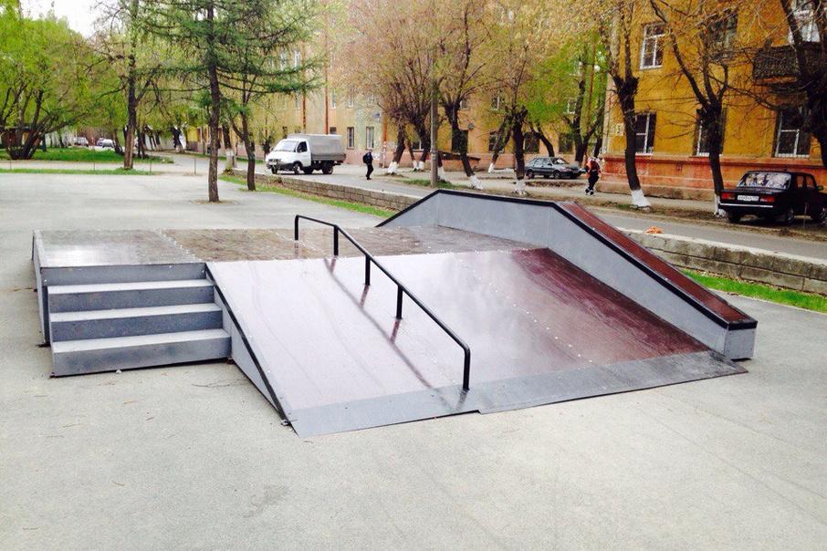 Скейт-парк установили возле ДК «Станкомаш» по улице Тухачевского