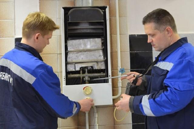 На фото – официальные сотрудники службы газа, которые имеют право проводить проверки газового оборудования