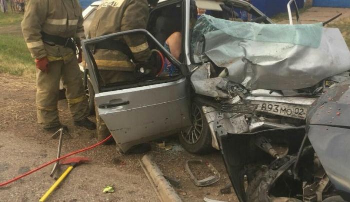 Лоб в лоб: в Башкирии столкнулись ВАЗ-2115 и BMW X5