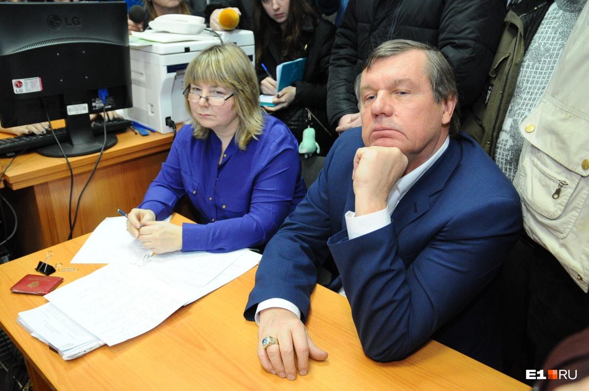 Александр Новиков сейчас знакомится с материалами своего уголовного дела