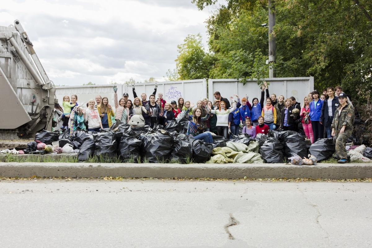 Возле 2-й Ельцовки собрали более 200 мешков с мусором
