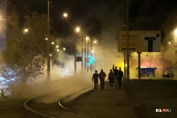 «Туман» окутал дорогу и тротуары