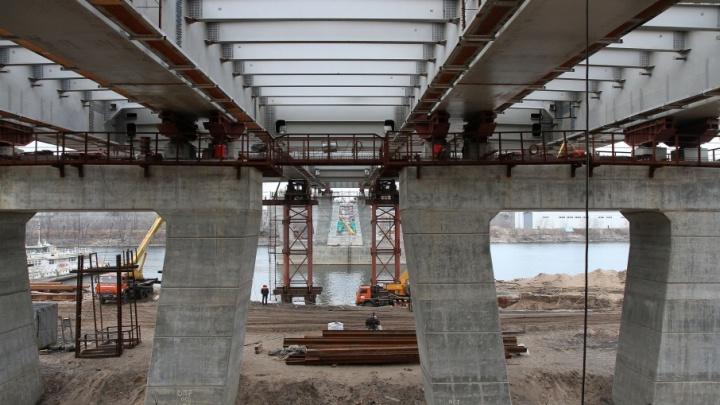 Подрядчик приступил к последнему этапу надвижки на Фрунзенском мосту