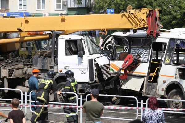 Авария произошла утром 26 июля на съезде с моста в Ленинский район