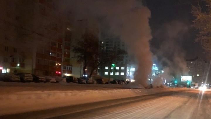 «На протяжении 4 лет идёт пар»: разрытая теплотрасса на Котовского вызвала опасения у местных жителей