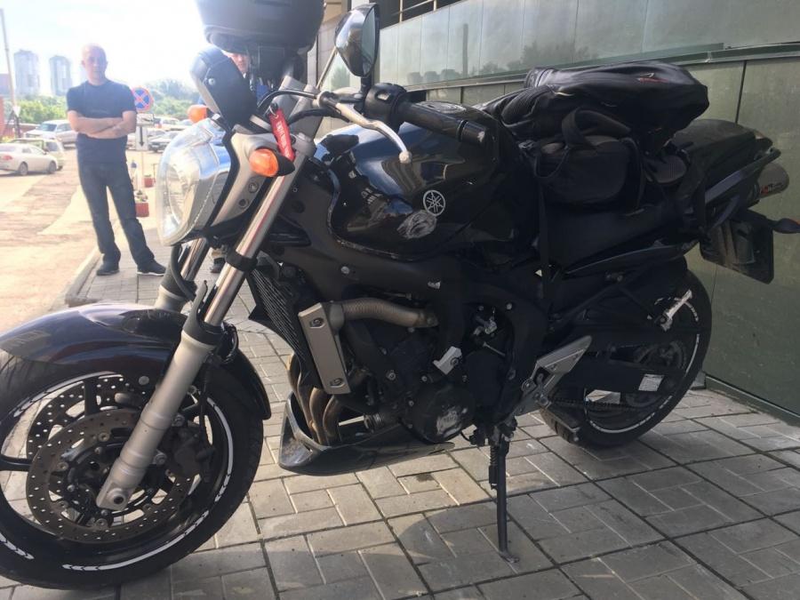 Кончила сверху порно видео с мотоциклистами обтягивающих трусиках