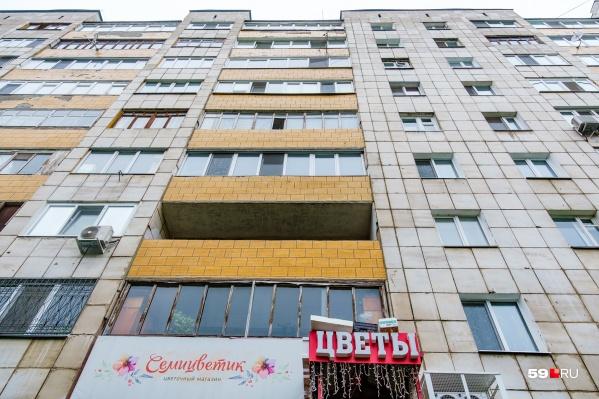 Промальпинисты укрепляли фасад дома на Пушкина, 13