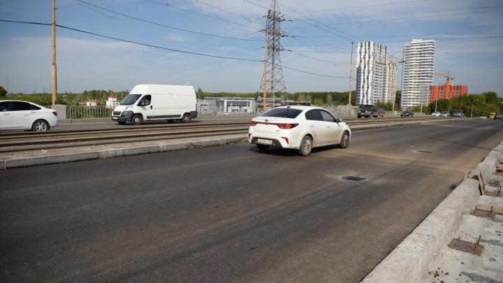 Пробок больше не будет? Закрытый на ремонт Малышевский мост внезапно открыли для проезда