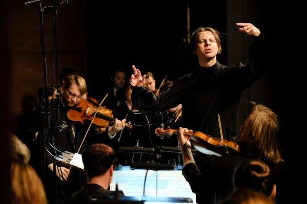 Самым заметным событием недели станет Дягилевский фестиваль. Он откроется концертом оркестра. За дирижерским пультом — Теодор Курентзис
