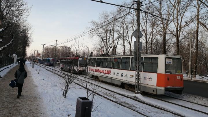 В Перми остановилось движение трамваев из-за аварии на путях
