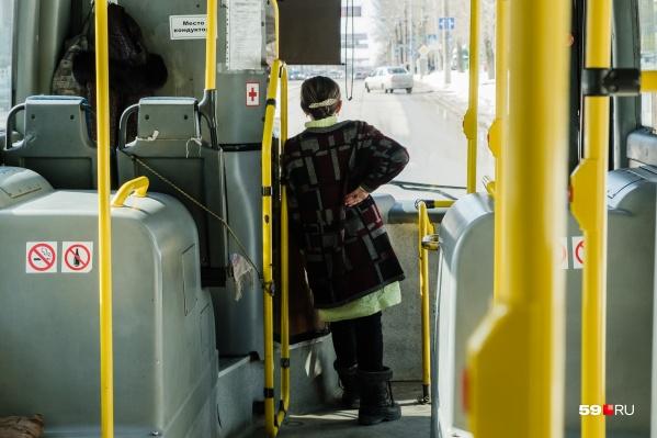 Во время происшествия пассажиров попросили выйти из автобуса