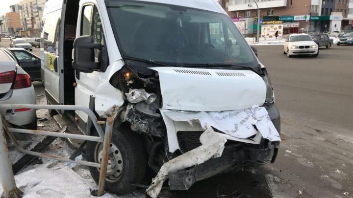 В Челябинске молодой маршрутчик врезался в BMW