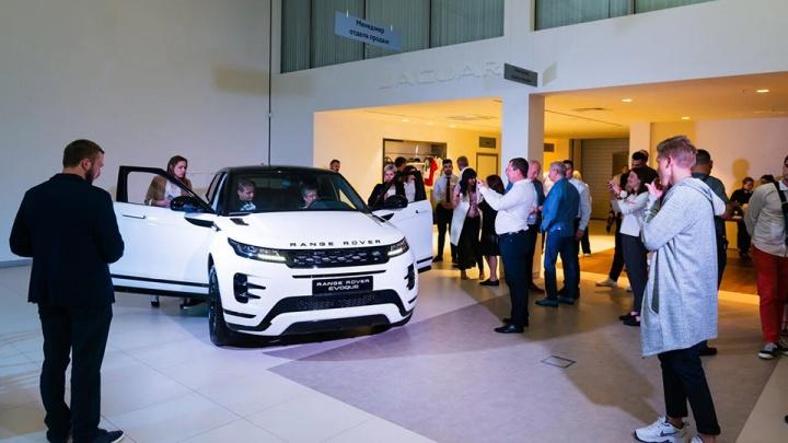 Обновленный салон «AAA моторс Jaguar Land Rover»: «Наша цель — дарить клиентам атмосферу праздника»