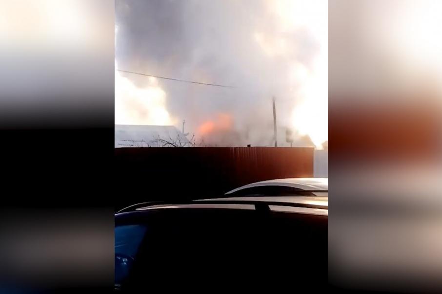 Ожоги у отца и сына: из-за неисправной печи под Челябинском сгорел дом семьи из шести человек