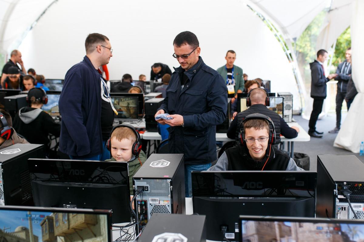 На фестивале было больше сотни компьютеров