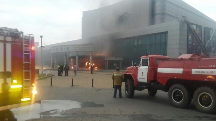 """Онлайн-репортаж: в """"Космос"""" въехал УАЗик, набитый газовыми баллонами, водителя уже нашли"""
