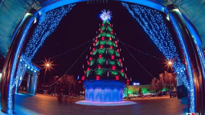 Новый год близко: рассказываем, когда на Цветном бульваре соберут и установят «поющую» ёлку