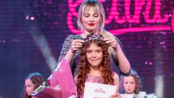 «Девочки стояли на сцене и уревывались»: тюменка пожаловалась на платный конкурс красоты «Мини Мисс»