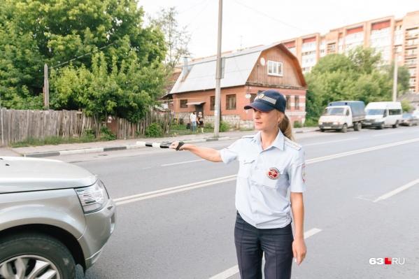 Единственная в Самаре женщина-инспектор на дороге уже 8 лет