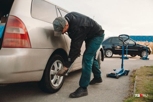ГИБДД советует автомобилистам «переобуваться» уже сейчас. Особенно это касается молодых водителей