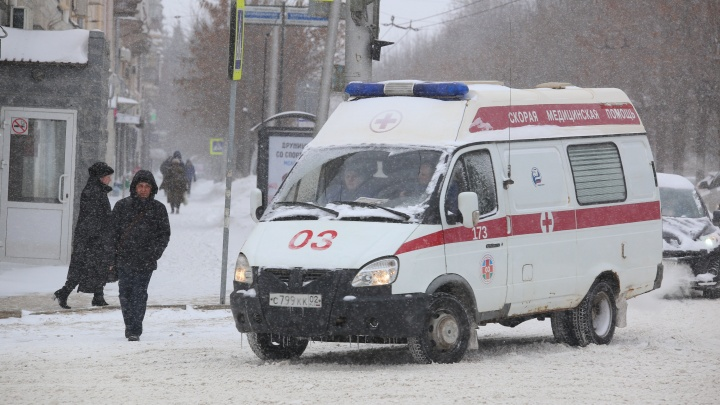 В Башкирии ребенок проломил череп, когда скатился на ледянке в электроопору