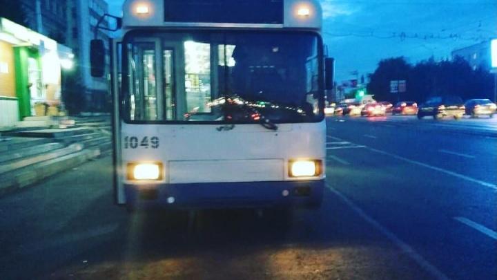 Два ребенка пострадали от экстренного торможения троллейбуса в Уфе