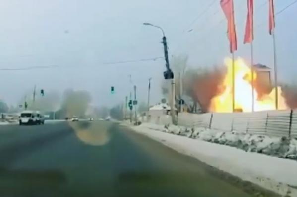 Момент взрыва попал в объектив автомобильного видеорегистратора