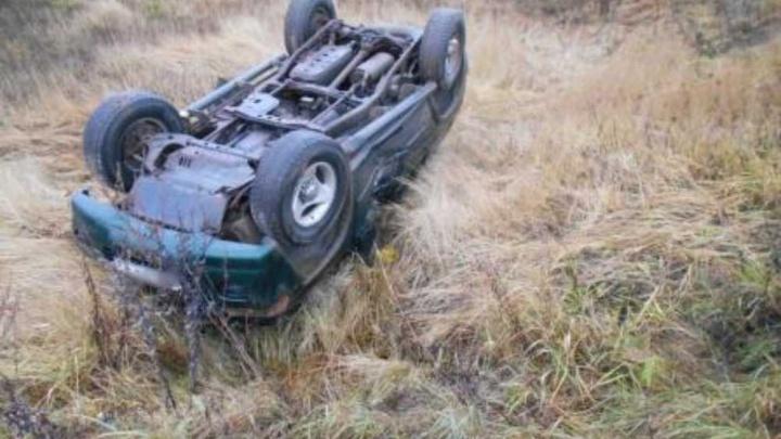 Не смогли спасти: в Ярославской области в перевернувшейся машине погиб водитель