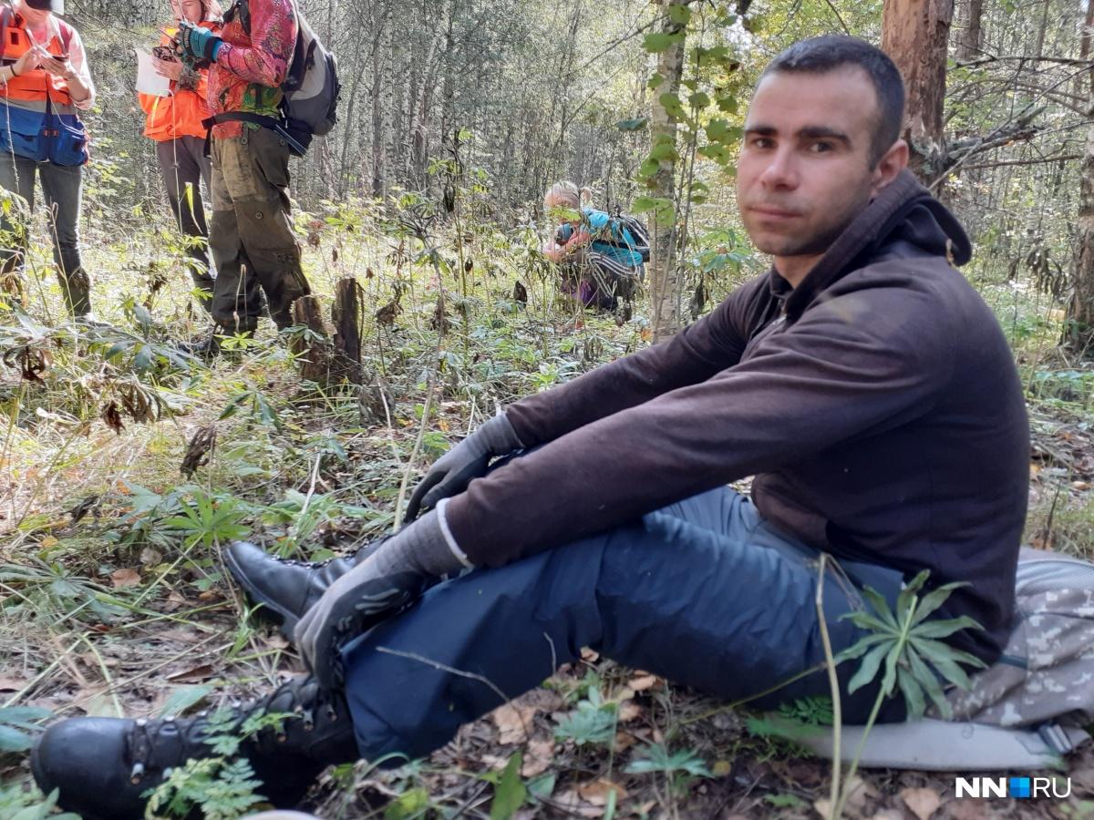 Иногда добровольцам приходится проводить в лесу по нескольку дней