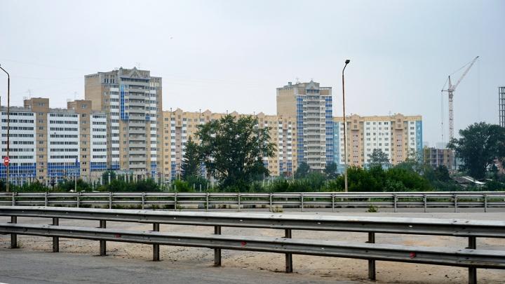 В домах возле строящейся дороги — дублёра 70 лет Октября, бесплатно заменят окна