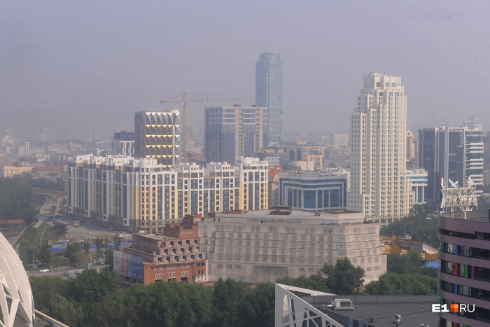 Небольшая дымка до сих пор стоит над городом
