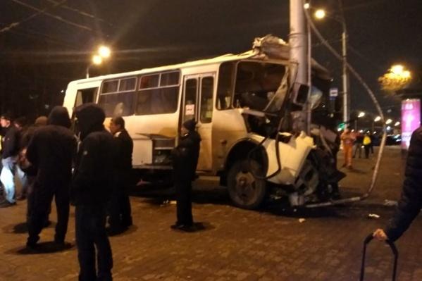 Авария произошла около 11 часов вечера